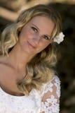 Recht junge blonde Braut Stockfoto