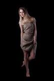 Recht junge Frau im Kleid Stockfotografie