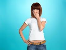 Recht junge Frau mit überraschtem Gesichtsausdruck Lizenzfreies Stockbild