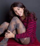 Recht junge Frau mit großem Lächeln Lizenzfreie Stockfotografie