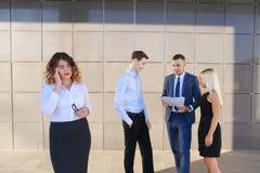 Recht junge Geschäftsfrau, Student hält auf Kopf von der Ermüdung, Lizenzfreie Stockbilder