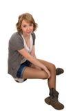 Recht junges blondes Frauensitzen Stockfotos