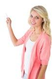 Recht junges blondes Schreiben mit Kreide Stockbild