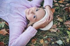 Recht junges Mädchen lizenzfreie stockbilder