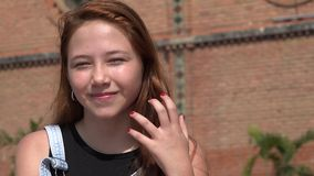 Recht junges Mädchen-Blinzeln stock video