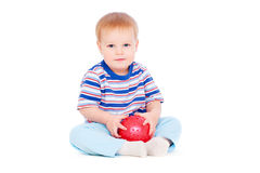 Recht kleiner Junge mit roter Kugel Stockfotos