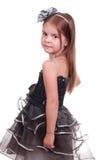 Recht kleines Mädchen in einem Abendkleid Stockfotos