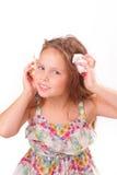 Recht kleines Mädchen mit Starfish und Muschel Lizenzfreie Stockbilder