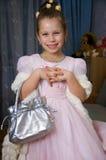 Recht lächelndes kleines Mädchen Stockfotos
