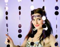 Recht reizvolle Art und Weisefrau in der hippy Art Stockfoto