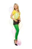 Recht reizvolle blonde Frau mit Ballonen Lizenzfreies Stockfoto