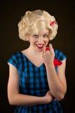 Recht Retro- blonde Frau Stockbild