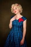 Recht Retro- blonde Frau Lizenzfreies Stockfoto