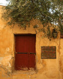 Recht rote Tür, Griechenland Lizenzfreies Stockbild