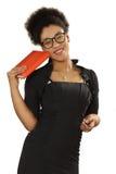 Recht schwarzes Mädchen in den Gläsern mit einem Notizbuch und Stift in der Hand Stockfotografie