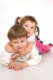Recht spielerische Kinder über Weiß Lizenzfreies Stockfoto