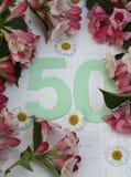 Recht 50 und Blumen Lizenzfreie Stockfotografie