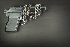 Recht wapens te dragen Bewapeningscontrole Detail op het kanon Plaats voor uw tekst Verkoop van vuurwapens stock afbeeldingen