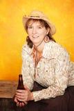 Recht westliche Frau mit Bier Lizenzfreies Stockfoto