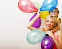 Recht wirkliche Familie mit Farbe steigt auf weißem Hintergrund, blon im Ballon auf Lizenzfreie Stockbilder