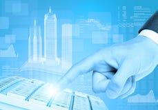 Rechte Hand und Diagramme Businessmans Stockfoto