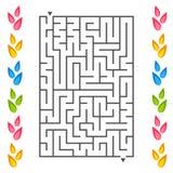 Rechteckiges Labyrinth mit den Blumenblättern von Blumen auf den Seiten Ein interessantes Spiel für Kinder Einfaches flaches Vekt Lizenzfreie Abbildung