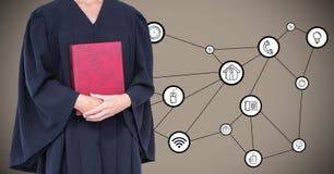 Rechter met rood boek tegen interface en bruine achtergrond stock foto's