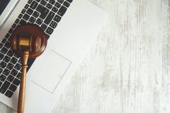 Rechter op toetsenbord stock afbeeldingen