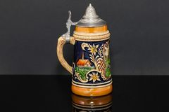 Rechterkant van een Duitse bierstenen bierkroes meer souvnier vanaf 1950 ` s Royalty-vrije Stock Fotografie