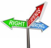 Rechtes Unrecht hängt er - 3 bunte Pfeil-Zeichen ab Lizenzfreie Stockfotos
