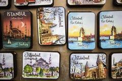 Rechthoekige metaaldoos met geïllustreerd deksel stock afbeeldingen