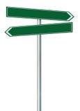 Rechts-Linksstraßenweg-Richtungszeiger dieses Weisennamenzeichen, grünen lokalisierten Straßenrand Signage, weißes Verkehrspfeil- Stockbilder