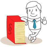 Rechtsanwalt, der am Gesetzbuch sich lehnt Stockfoto