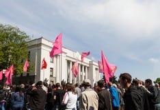 01.05.2014 Rechtvaardigheid maart in Kiev. De Dag van internationale die Arbeiders (ook als Meidag wordt bekend) Stock Afbeelding