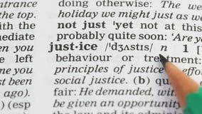 Rechtvaardigheidsdefinitie in Engels woordenboek, eerlijke en wettige relaties onder mensen stock video