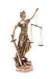 Rechtvaardigheidsstandbeeld op witte achtergrond wordt geïsoleerd die royalty-vrije stock afbeelding