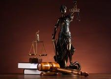 Rechtvaardigheidsstandbeeld, Wet, omringend licht levendig thema Stock Foto's