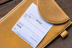 Recibo Bill en el pago de las compras de la carpeta Imagen de archivo libre de regalías