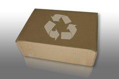 Recicl a caixa refletem sobre o assoalho Imagens de Stock Royalty Free
