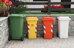 Recicl escaninhos de lixo Fotos de Stock