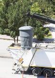 Recicl o caminhão que pegara o escaninho Fotografia de Stock