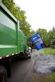 Recicl o caminhão que pegara o escaninho - vertical Imagens de Stock