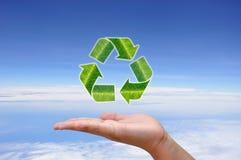 Recicl o conceito e a mão do logotipo Fotografia de Stock Royalty Free