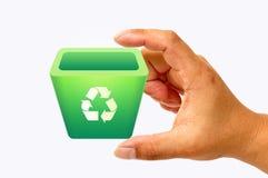 Recicl o escaninho na mão Fotografia de Stock Royalty Free