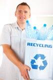 Recicl o homem com escaninho Fotos de Stock Royalty Free