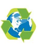 Recicl o símbolo e o globo Imagens de Stock Royalty Free