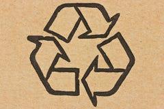 Recicl o símbolo em um cartão Imagens de Stock
