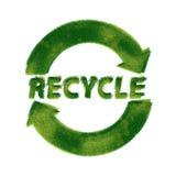 Recicl o símbolo feito da grama Foto de Stock Royalty Free