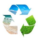 Recicl o símbolo feito do céu, da grama e da água Fotografia de Stock Royalty Free