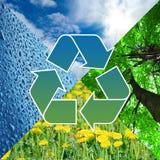 Recicl o sinal com imagens da natureza - conceito do eco Fotos de Stock